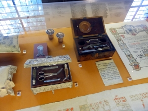 Ordinary objects from many years of Jewish culture in Amsterdam are displayed. These are circumcision kits.