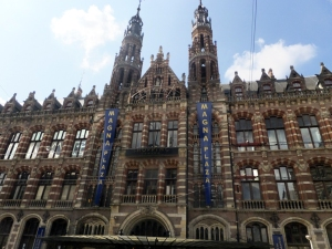 Magna Plaza is a massive complex of shops- an elaborate shopping mall.