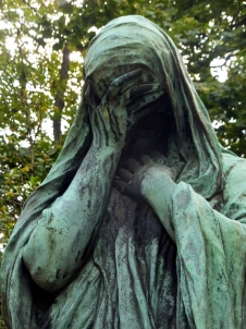 Like all cemeteries, an aura of sadness envelopes it. But this one is special because of the stories it tells, the historical figures who populate it, and the traditions that have developed at their graves. Here are some of them.