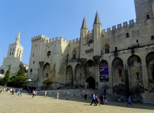This is the Palais des Papes (Palace of the Popes). For 68 years in the 14th century, the center of the Catholic church was not in Rome, but in Avignon. Seven popes presided here during this period. This huge structure was built to house them and their retinues.