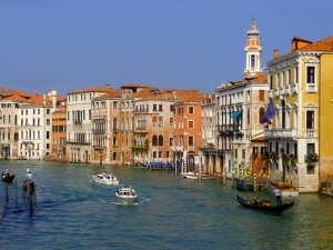 Views of the Grand Canal from the top of the Rialto Bridge are indeed grand.