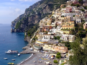 The bus makes a stop in Positano. You can get off, explore the town, then get back on a later bus to continue the trip down the coast.