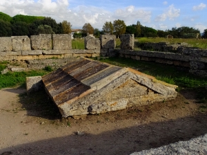 Although most of Poseidonia was obliterated when the Romans conquered it, this roof top was part of a grave enclosure built by the Romans to preserve a Greek grave. Turns out the Romans were superstitious about disturbing graves. So they just built an enclosure around it, and kept on going.