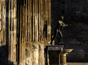 Some of the sculptures in Pompeii are replicas of originals now housed in the Naples Archaeological Museum.