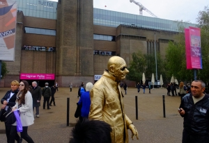 Also nearby was the Tate Modern, London's gallery of international modern art.