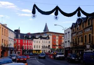 After such high expectations we were a bit underwhelmed. Killarney and its understated Christmas decorations were nice enough, set amid traffic jams and road construction. But where was Bing's