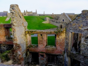 Most of the damage visible today was done after most of Ireland won independence from the British. Anti-treaty forces, who wanted all of Ireland to be independent, burned the fort during the Irish Civil War in 1921.