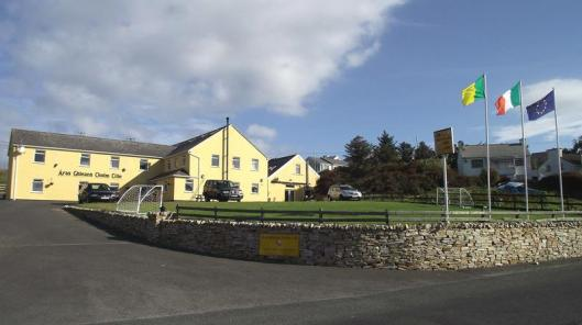 The Aras Ghleann Cholm Cille is a hostel with private rooms available. It is inexpensive, rustic, cozy, and comfortable. This time of year there were only a few guests, with whom we enjoyed sharing time in the large common kitchen/dining room. (Photo courtesy Hostel World.)