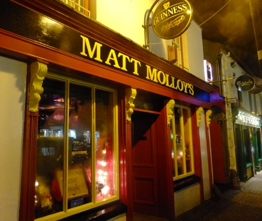 Matt Molloy's is owned and operated by one of Ireland's great musicians. Molloy played flute in The Chieftans and other Irish bands.