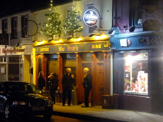 Even in December, there was live music in many pubs.