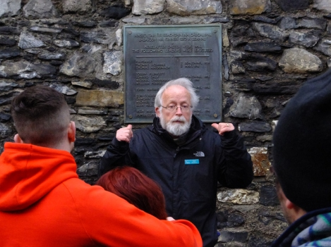 The tour then takes visitors to the yard where the executions following the Rising were carried out. The plaque behind the tour guide lists the names of the 15 patriots who were executed here in May 1916.